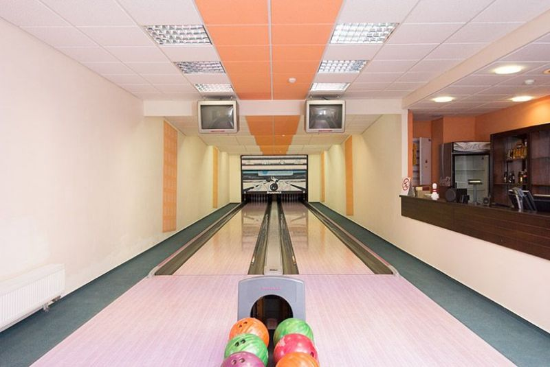 Bowling alley